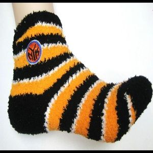 New York Knicks Unisex Fuzzy Cozy Socks